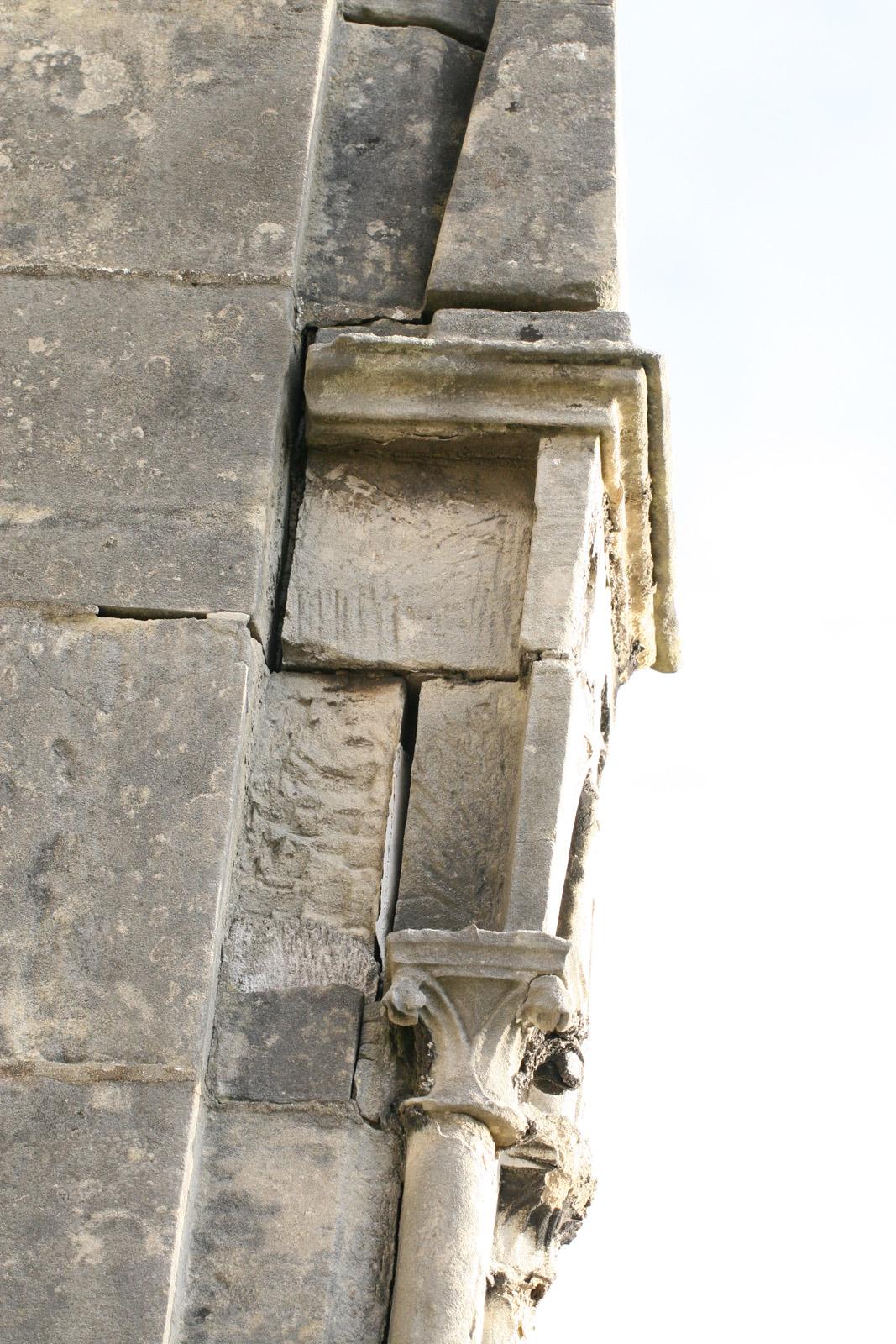 Chapiteau descellé - nef centrale, façade sud-est