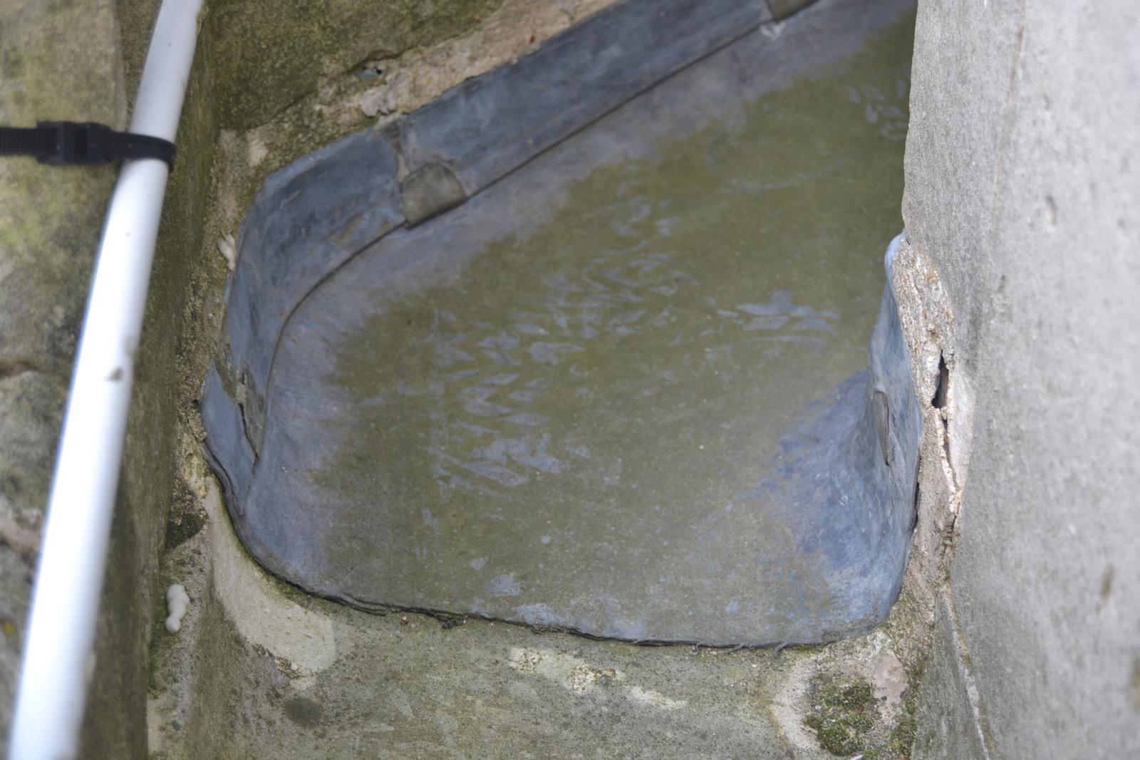 Etanchéité en zinc de la galerie au-dessus du porche, percée
